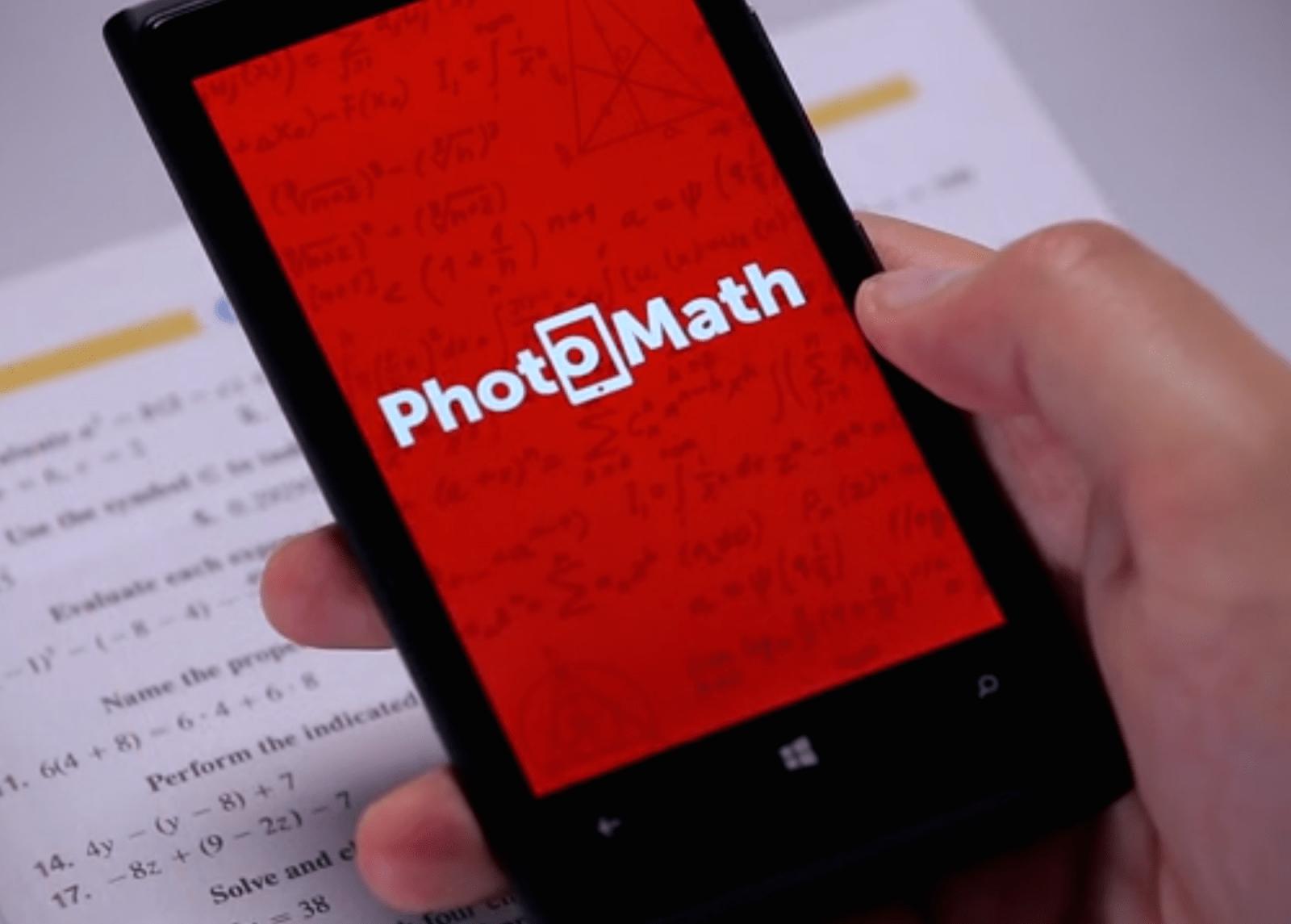 Приложение PhotoMath на смартфоне