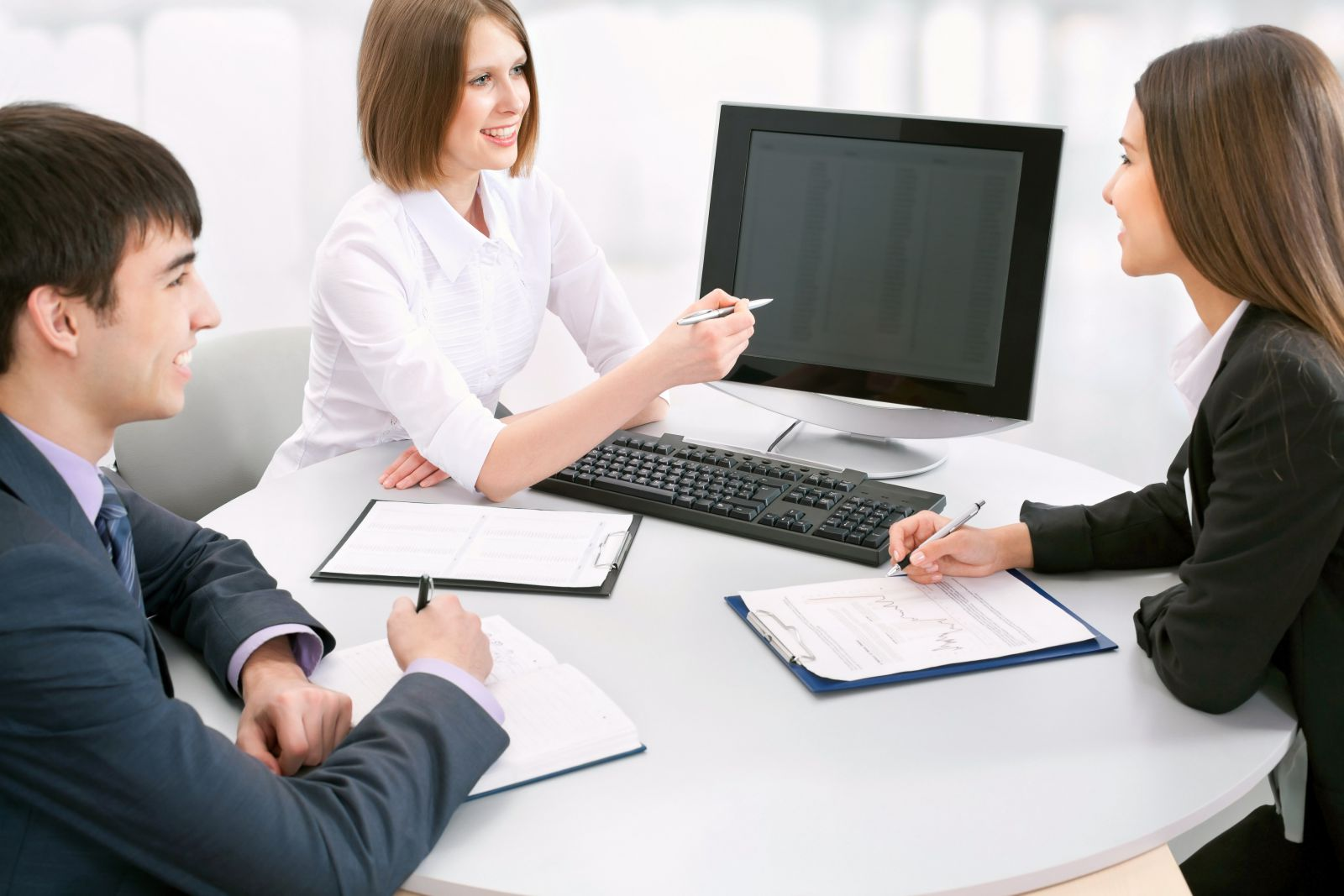 Сотрудники компании на совещании