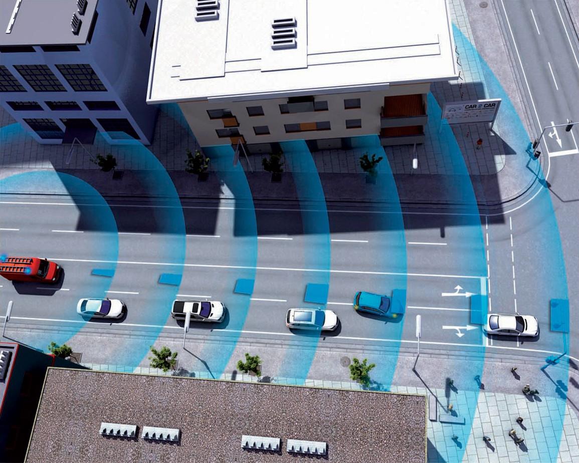 Изображение городской улицы с автомобилями