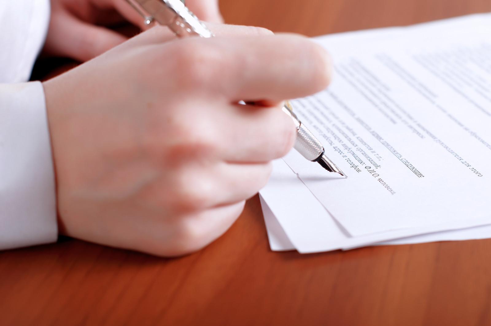 Перьевая ручка в руке