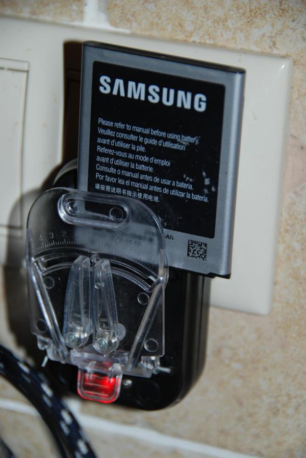 Зарядное устройство и аккумулятор