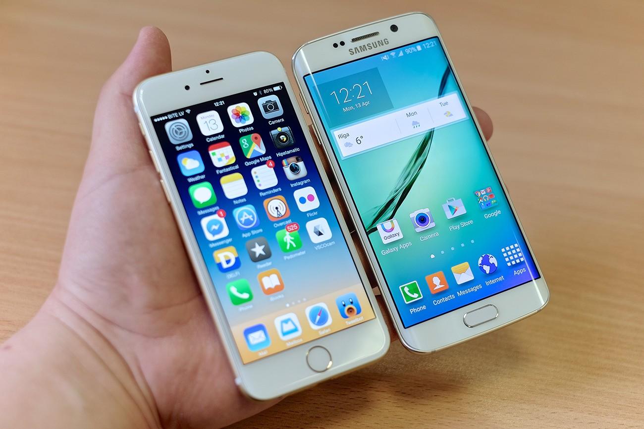 iPhone и Samsung в руке